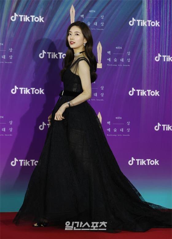 Suzy và V (BTS) gây sốt vì chiếc bóng phản chiếu hoàn hảo, quả nhiên người đẹp đến bóng cũng đẹp như mơ - Ảnh 8.