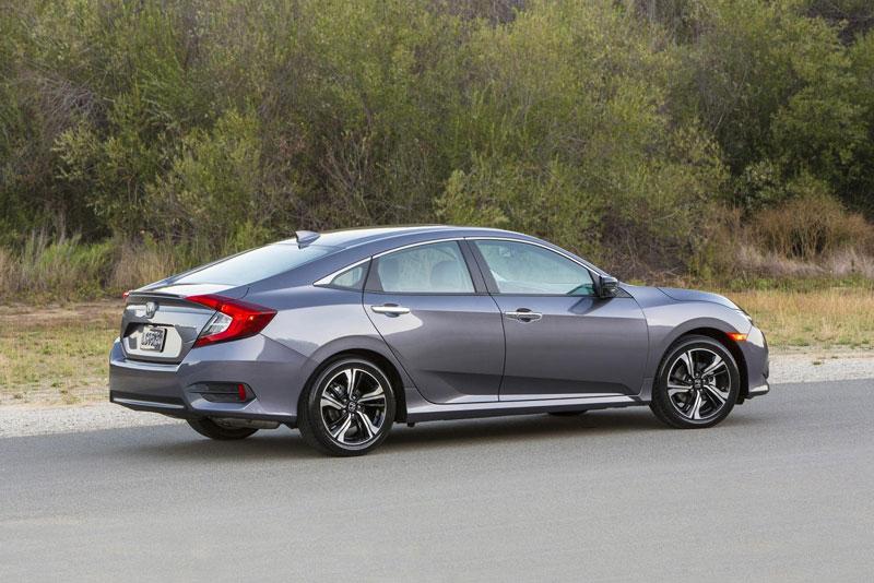 6. Honda Civic (doanh số: 28.414 chiếc).