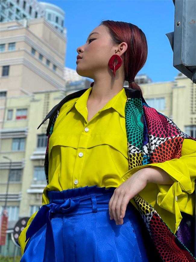 Học trò cưng của Xuân Lan - người mẫu Trà Giang khoe thần thái cực đỉnh trong bộ ảnh đường phố  - Ảnh 2.