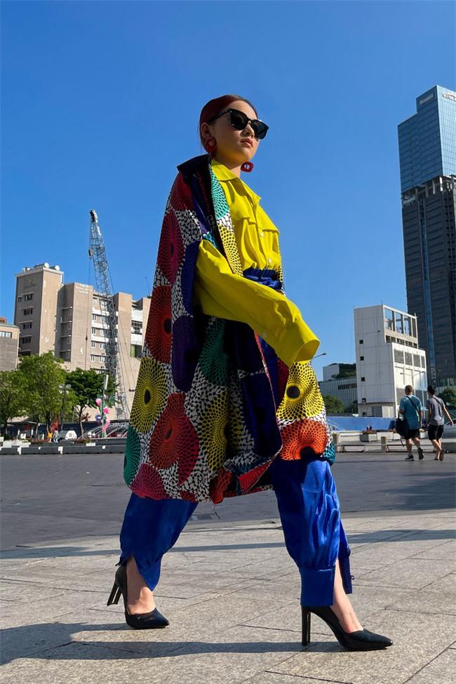 Học trò cưng của Xuân Lan - người mẫu Trà Giang khoe thần thái cực đỉnh trong bộ ảnh đường phố  - Ảnh 3.
