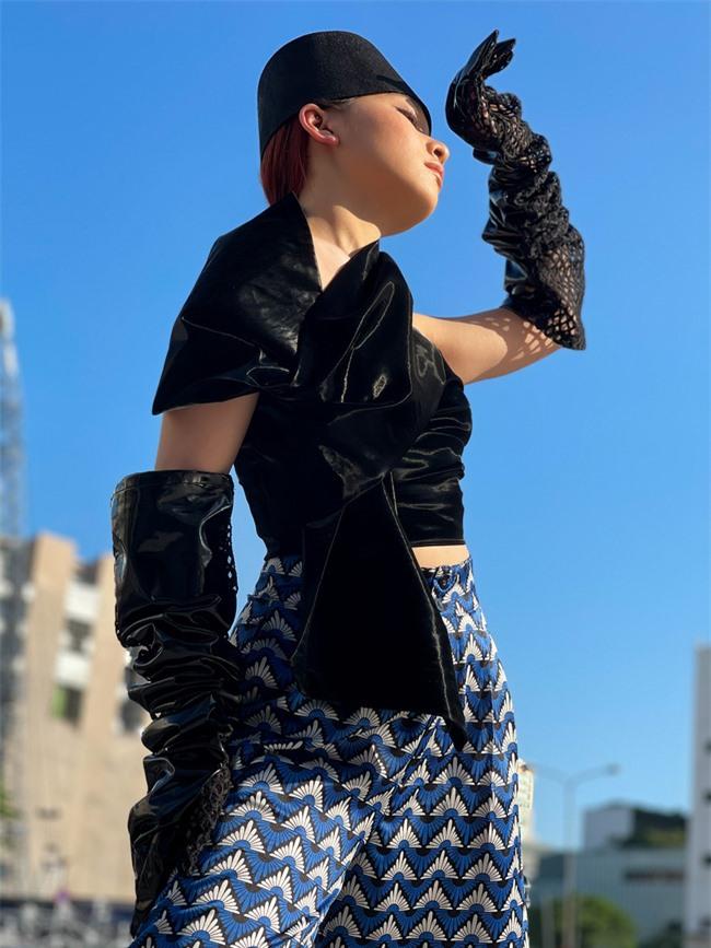 Học trò cưng của Xuân Lan - người mẫu Trà Giang khoe thần thái cực đỉnh trong bộ ảnh đường phố  - Ảnh 4.
