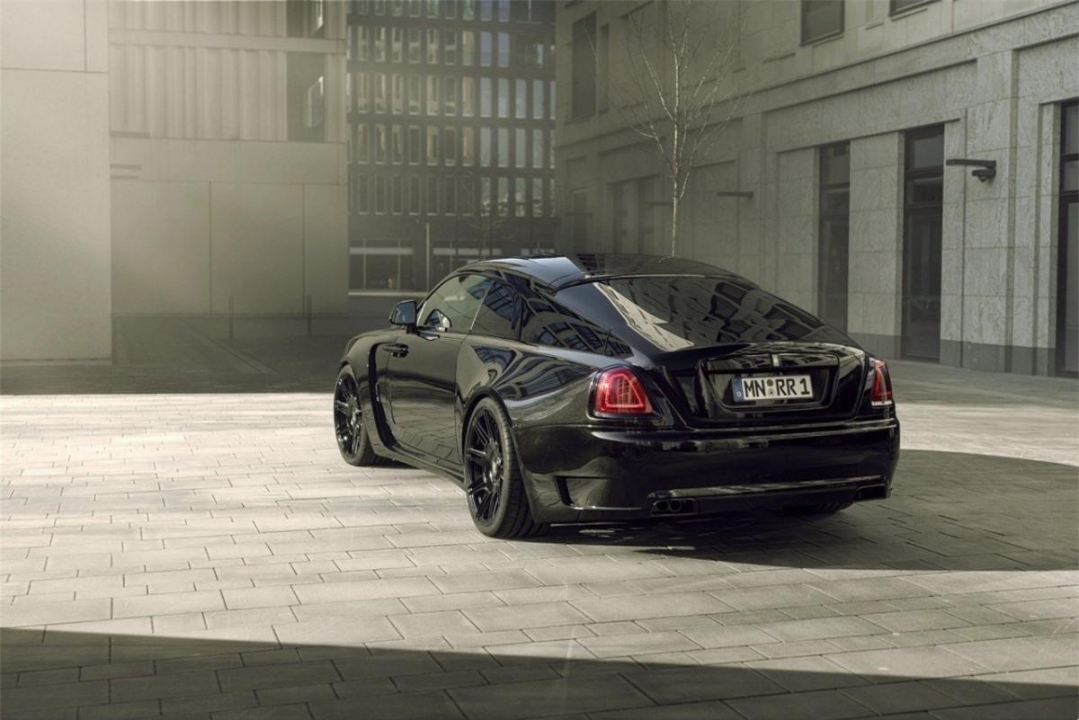 Mâm xe này sẽ được trang bị kèm với lốp kích thước 265/35 R22 ở bánh trước và 295/30 R22 ở bánh sau. Hệ thống tro cũng được thay thế bằng bộ treo khí nén với lò xo cuộn thể thao, hạ thấp chiều cao xe 40 mm so với nguyên bản. Chiều cao này sẽ tự động trở về mức thông thường khi xe đạt tốc độ trên 140 km/h nhằm đảm bảo sự an toàn.