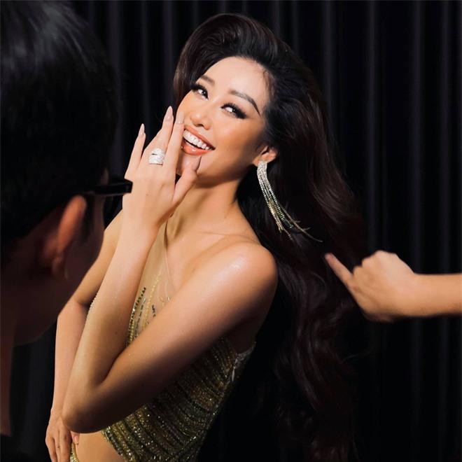 """Người đứng sau outfit """"chặt chém"""" của Khánh Vân thừa nhận từng cãi vã, tiết lộ tính cách nàng hậu trước khi chinh chiến ở Miss Universe - Ảnh 3."""