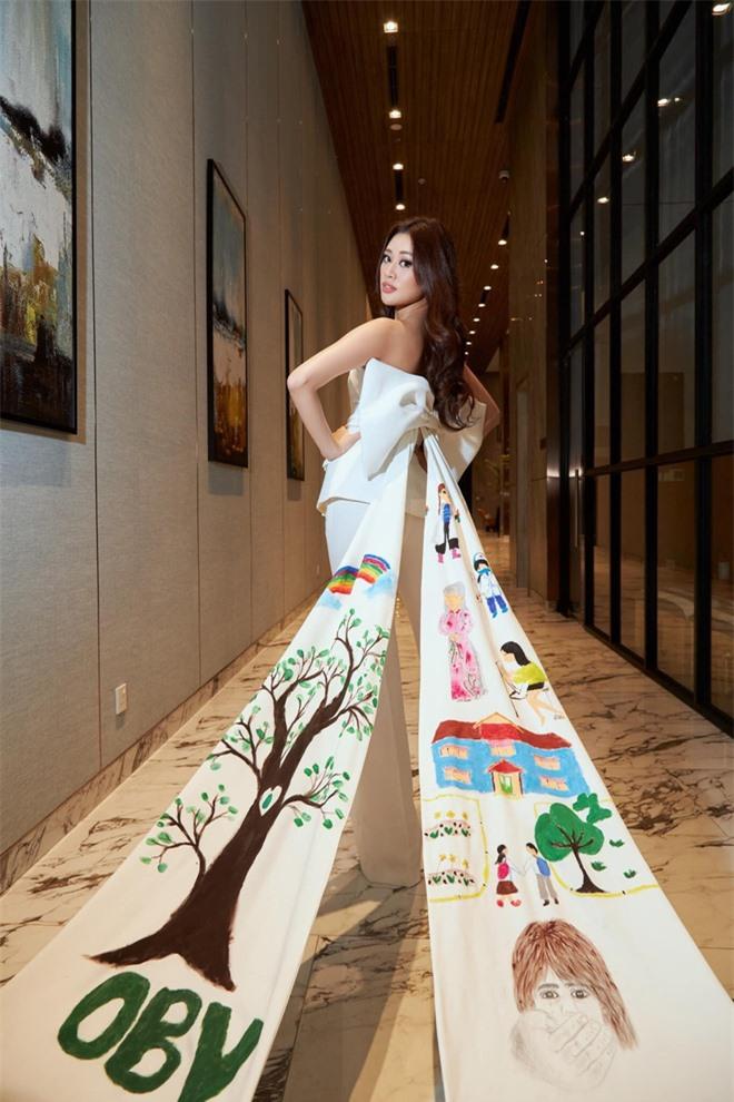"""Người đứng sau outfit """"chặt chém"""" của Khánh Vân thừa nhận từng cãi vã, tiết lộ tính cách nàng hậu trước khi chinh chiến ở Miss Universe - Ảnh 7."""