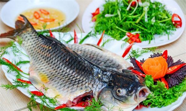 Không nên cá chép và thịt gà trong cùng một bữa