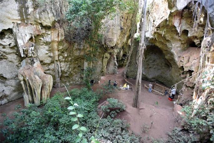 Phát hiện mộ Homo sapiens cổ xưa nhất thế giới, như vượt thời gian - Ảnh 1.