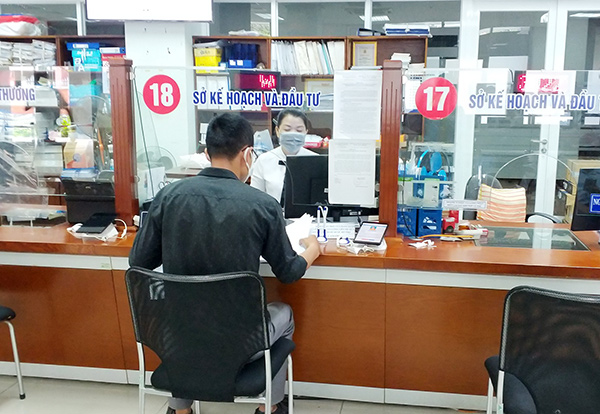 Sở KH-ĐT Đà Nẵng tiếp nhận doanh nghiệp tới giao dịch tại Bộ phận Tiếp nhận và Trả kết quả đảm bảo thực iện đúng quy định 5K