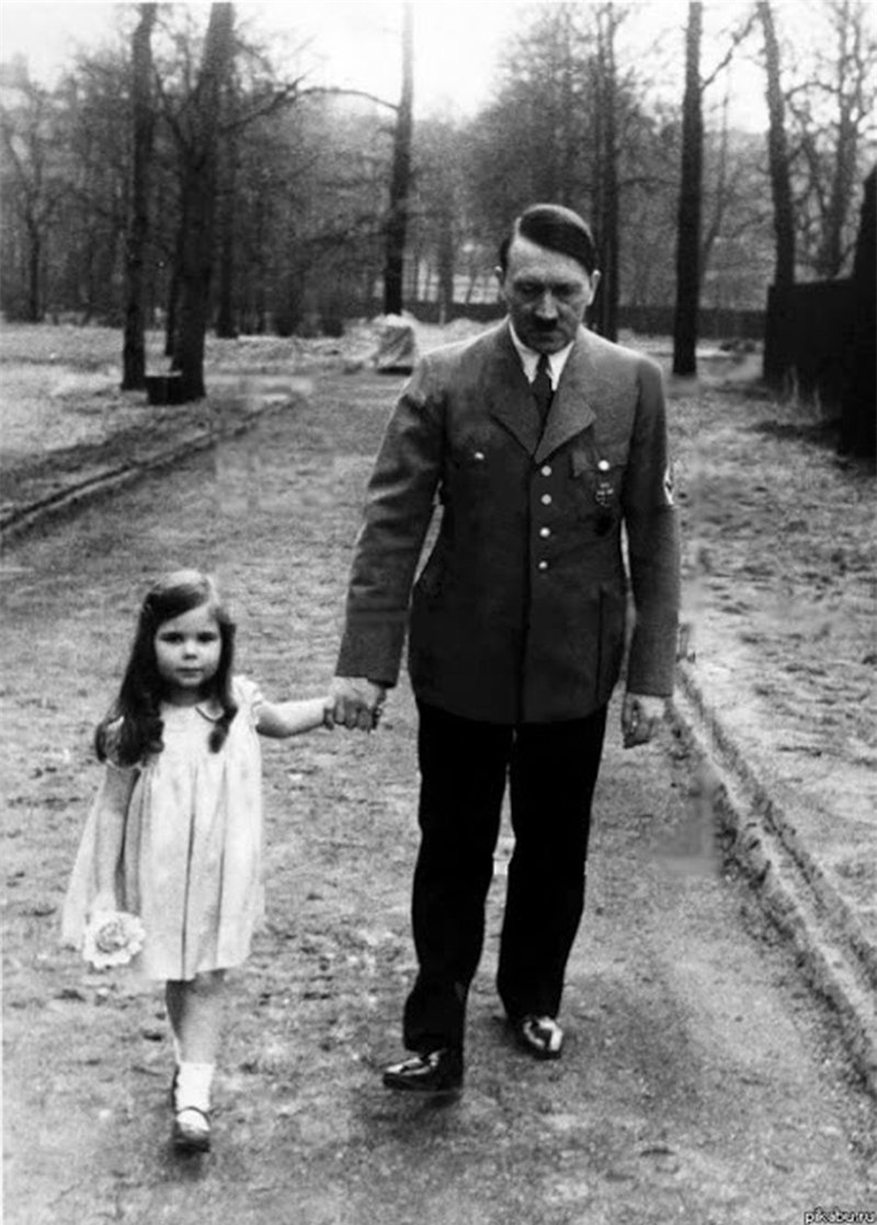 Trum phat xit Hitler dac biet co bieu cam la khi chup anh voi tre em