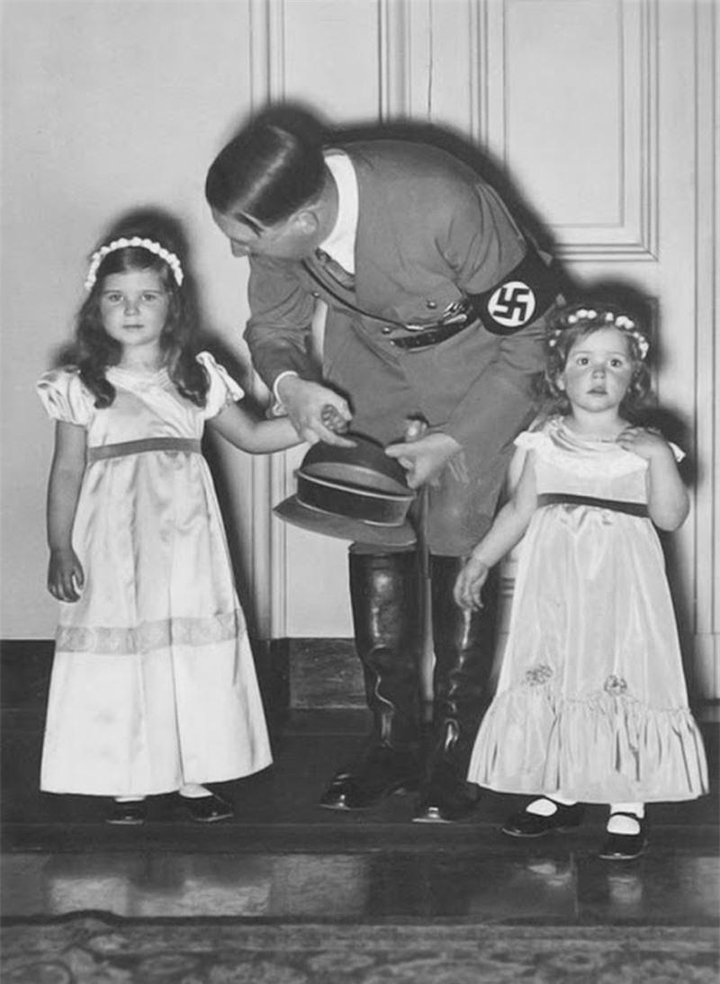 Trum phat xit Hitler dac biet co bieu cam la khi chup anh voi tre em-Hinh-10