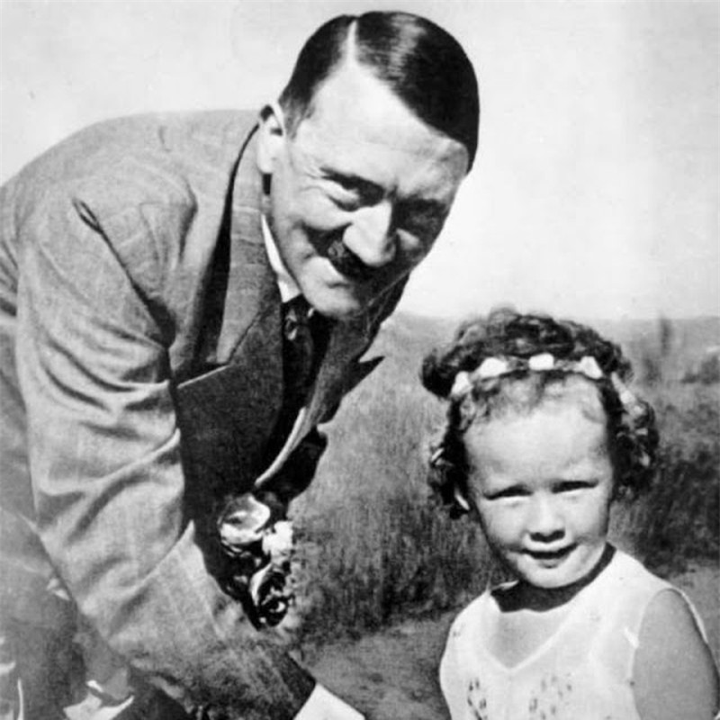 Trum phat xit Hitler dac biet co bieu cam la khi chup anh voi tre em-Hinh-9