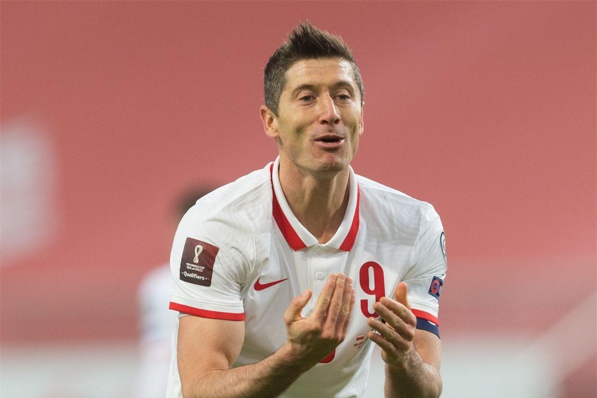 5. Robert Lewandowski - ĐT Ba Lan (66 bàn/118 trận)