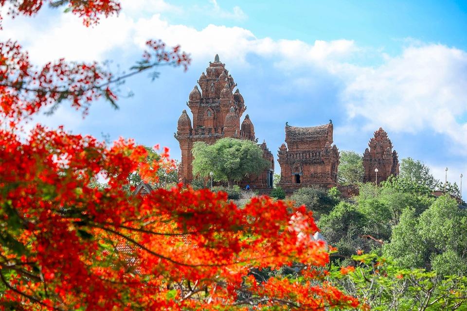 TP Phan Rang - Tháp Chàm hiện là tỉnh lỵ của Ninh Thuận. Tại thành phố này có tháp Pô Klong Garai đã được xếp hạng di tích quốc gia đặc biệt vào năm 2016, cũng là địa điểm thu hút nhiều du khách tham quan. Ảnh: Vũ Minh Quân.