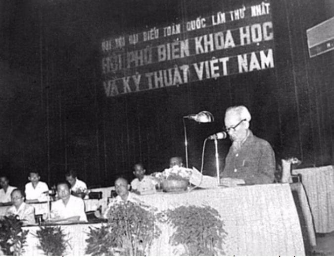 Chủ tịch Hồ Chí Minh đã có bài phát biểu tại Đại hội Đại biểu Hội Phổ biến Khoa học và Kỹ thuật Việt Nam toàn quốc lần thứ nhất năm 1963.