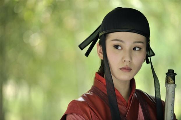 Mũ cổ trang của mỹ nữ Cbiz: Dương Mịch đội tổ chim, Lưu Diệc Phi đội mâm ngũ quả 10
