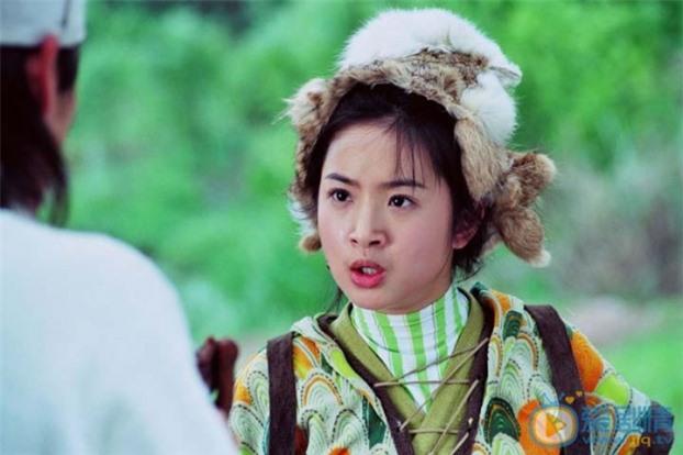 Mũ cổ trang của mỹ nữ Cbiz: Dương Mịch đội tổ chim, Lưu Diệc Phi đội mâm ngũ quả 11