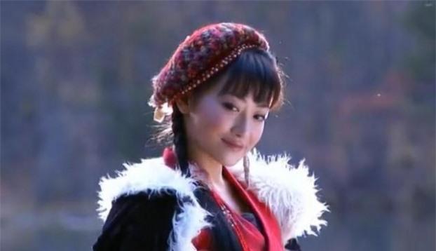 Mũ cổ trang của mỹ nữ Cbiz: Dương Mịch đội tổ chim, Lưu Diệc Phi đội mâm ngũ quả 5