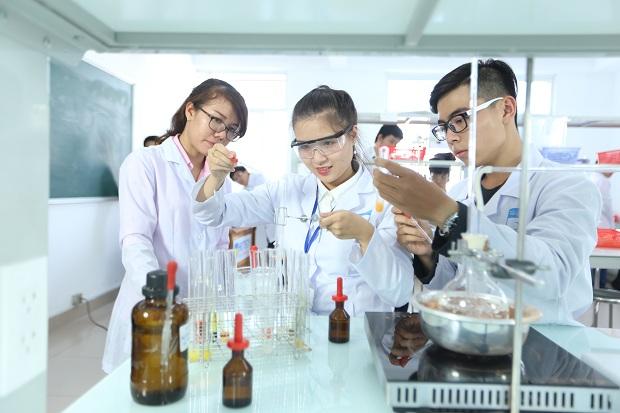 nhà khoa học trẻ nhiều cơ hội thử thách để thể hiện năng lực bản thân, nhằm cống hiến trí tuệ cho sự phát triển của quê hương, đất nước