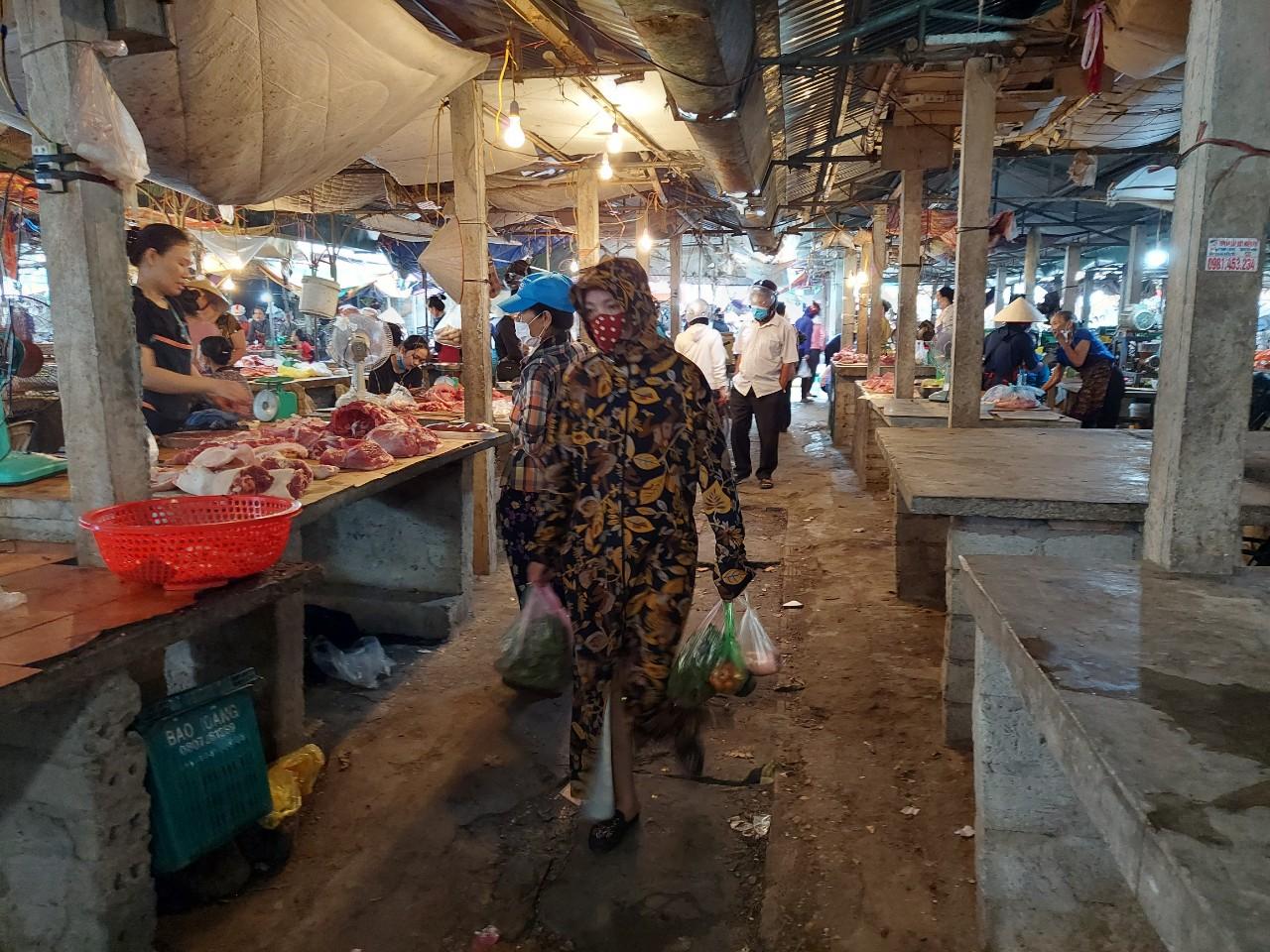 Dịch bệnh bùng phát, người dân ngại sử dụng thịt bò, lợn
