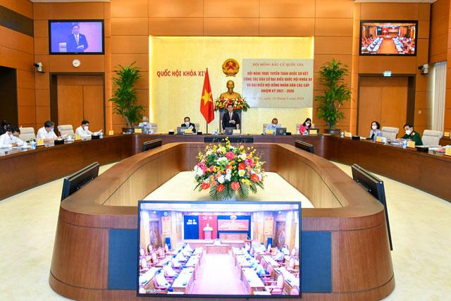 Chủ tịch Quốc hội Vương Đình Huệ chủ trì cuộc họp trực tuyến của Hội đồng Bầu cử Quốc gia sáng 18/5. Ảnh: VGP/Nhật Bắc.