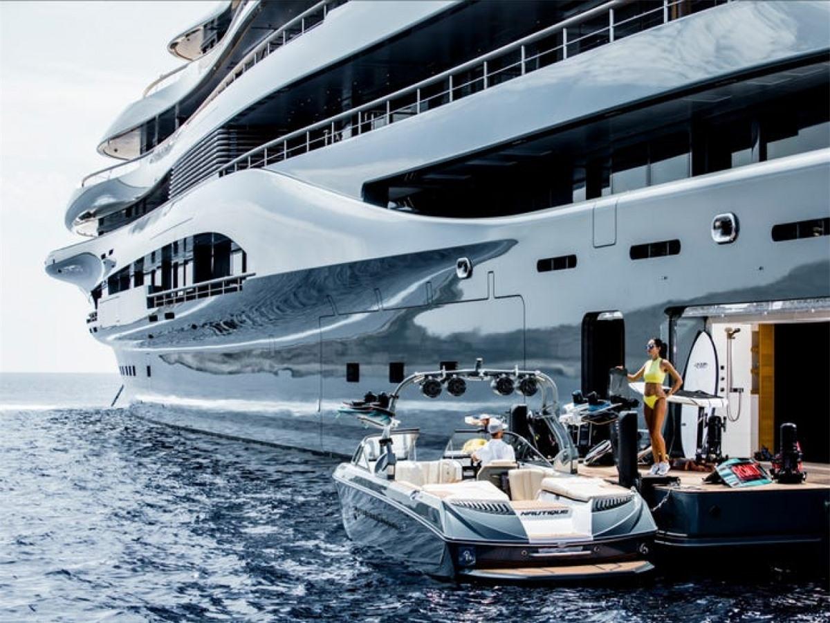 Các dịch vụ trên du thuyền đều đáp ứng tiêu chuẩn 5 sao.