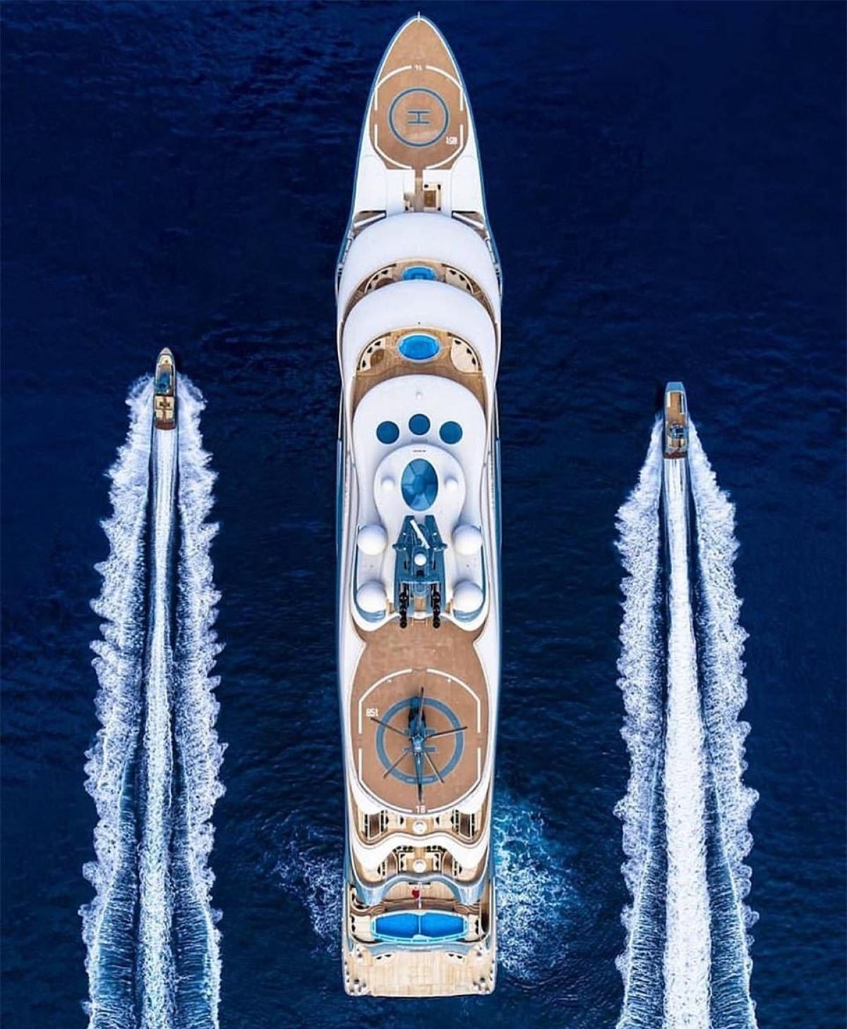 Siêu du thuyền Flying Fox có chiều dài hơn 137 m, cao 6 tầng, được chế tạo vào năm 2019.