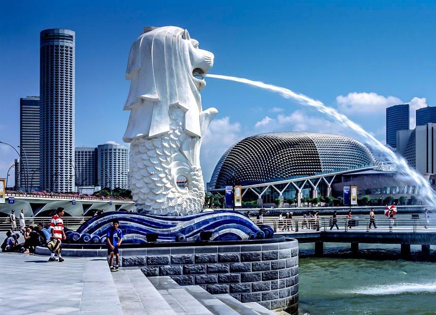Công viên sư tử biển có tên chính thức là Công viên Merlion. Đây là địa danh du lịch hấp dẫn không thể bỏ qua với du khách ghé thăm đất nước Singapore xinh đẹp. Công viên này được xây dựng gần vịnh Marina vào năm 1964. Ảnh: World Atlas.