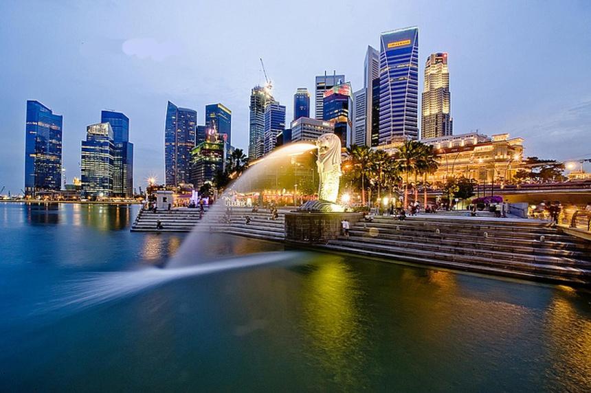 """Singapore từ trước đến nay luôn được biết đến với biệt danh """"Đảo quốc sư tử"""". Tới Singapore, đa số du khách sẽ tới thăm tượng Sư tử Merlion, công trình được khởi công dây dựng năm 1971, hoàn thành năm 1972, cao 8,6 m, nặng 70 tấn. Ảnh: BBC."""
