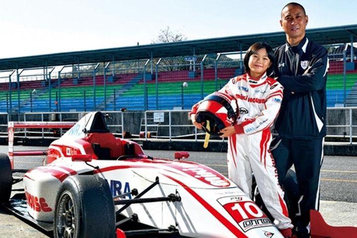 Thành công của Juju Noda có phần công sức không nhỏ từ người cha vốn là một cựu tay đua giải F1. Ảnh: SCMP.