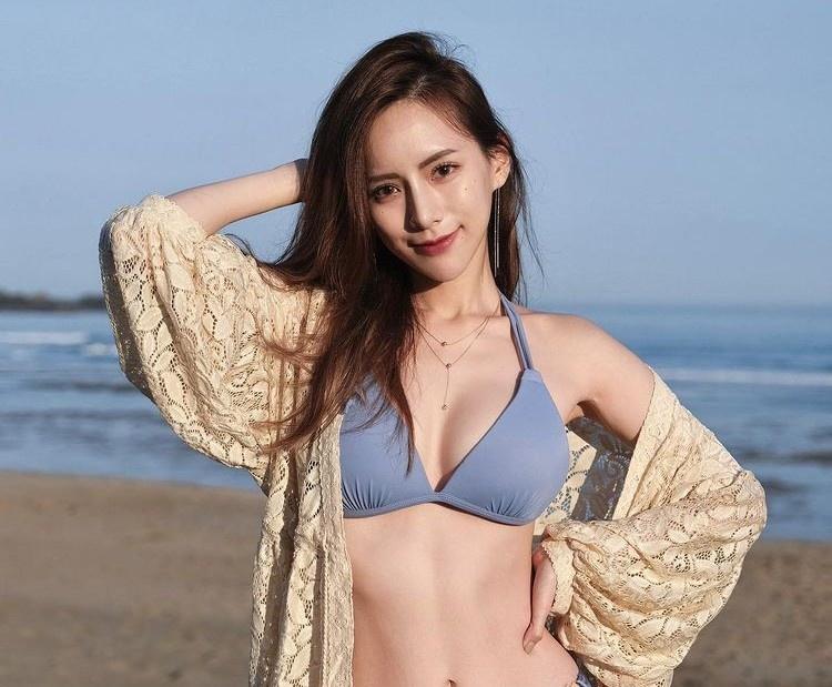Wang Mei là một trong những tiếp viên hàng không nổi tiếng tại Đài Loan (Trung Quốc). Có gương mặt xinh đẹp, dịu dàng cùng thân hình nóng bỏng, Wang Mei được không ít dân mạng mệnh danh là phiên bản đời thực của Nami - nàng hoa tiêu gợi cảm trong bộ manga One Piece.