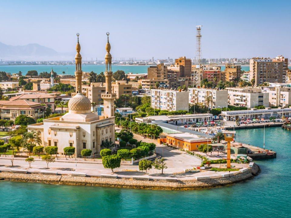 Phần lớn lãnh thổ Ai Cập thuộc khu vực Bắc Phi, phần lãnh thổ phía Đông Bắc của nước này lại thuộc khu vực Trung Đông (Tây Á).