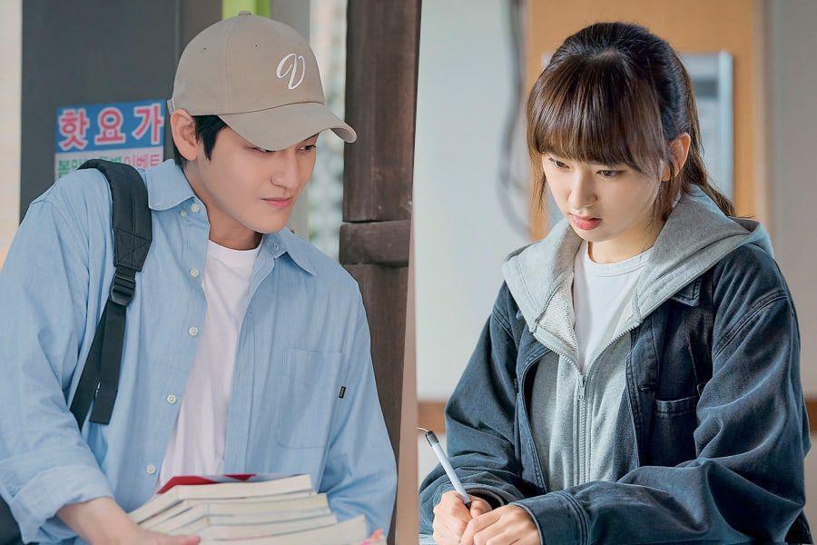 Bạn diễn của Kim Bum là Ryu Hye Young (Kang Sol A) - nữ sinh xuất thân từ hoàn cảnh nghèo khó, theo đuổi ước mơ làm luật sư chân chính. Ryu Hye Young từng được khán giả biết đến qua phim truyền hình Reply 1988.