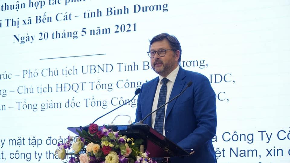 ông Langlet Olivier Bernard, Tổng Giám đốc Central Retail Việt Namlãnh đạo tỉnh Bình Dương, thị xã Bến Cát, Becamex IDC tạo điều kiện để dự án sớm được triển khai