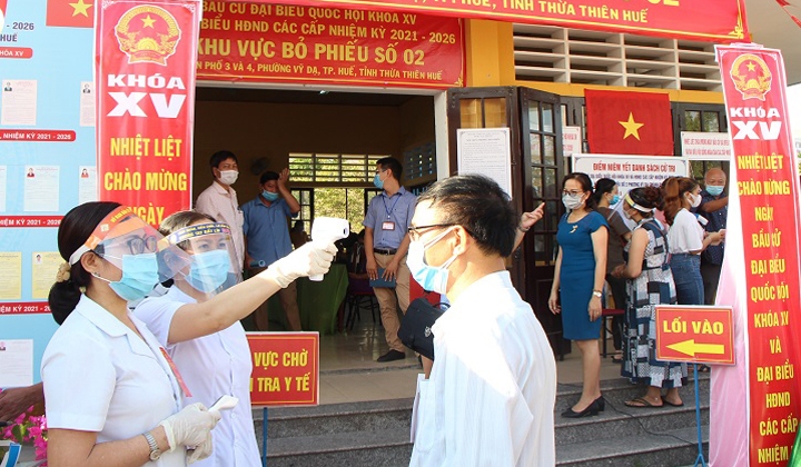 Thành phố Huế diễn tập bầu cử đảm bảo an toàn phòng chống dịch Covid-19.
