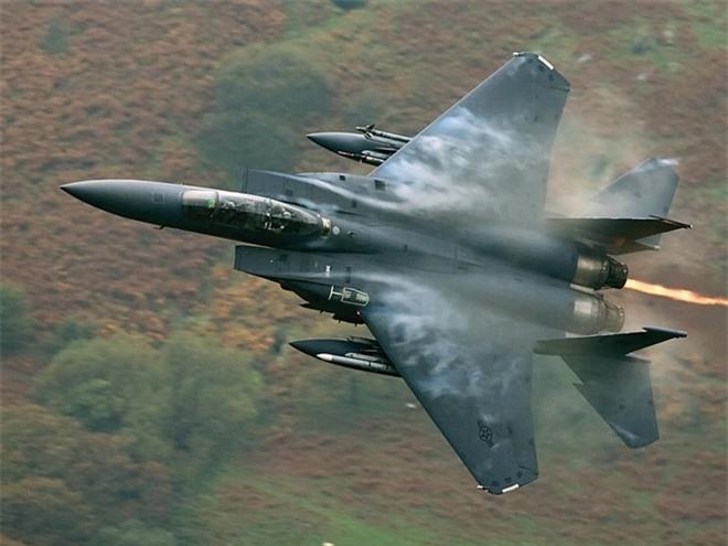Top 5 máy bay chiến đấu 'đẹp mã' nhất thế giới - 4