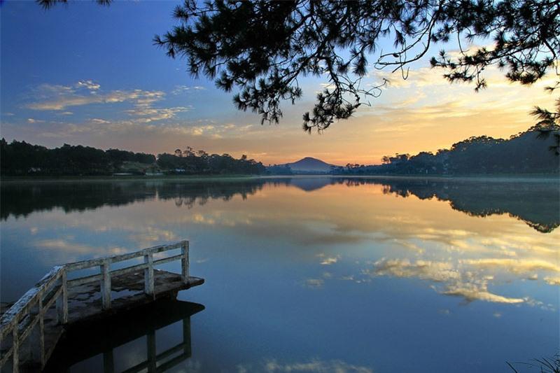Hồ mang tên Hồ Xuân Hương, một nữ sĩ thơ Nôm nổi tiếng của Việt Nam, sống vào thế kỷ thứ 19. Ảnh: BestPrice.