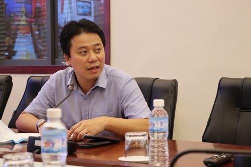 Ông Bùi Huy Hoàng, Phó Giám đốc Trung tâm Tin học và Công nghệ số, Cục TMĐT và Kinh tế số tham gia cuộc họp