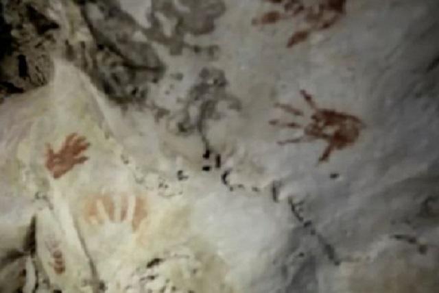 Những dấu tay bí ẩn trên vách hang động ở Mexico.