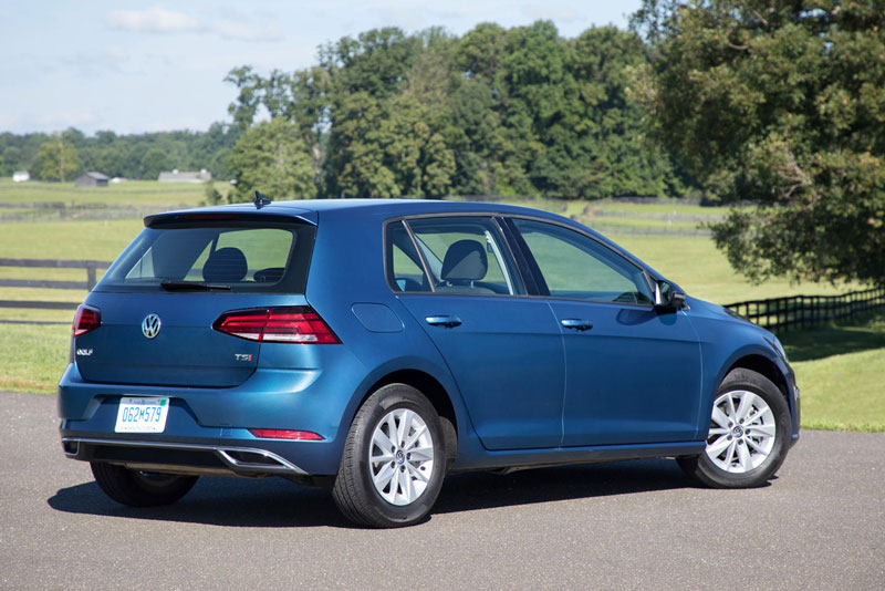 5. Volkswagen Golf (doanh số: 86.650 chiếc).