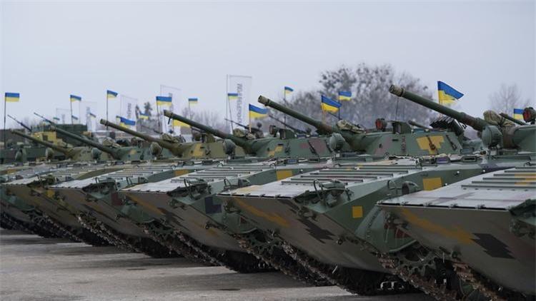 Bi an tung tich 1.800 thiet giap BMP-1 cua Ukraine
