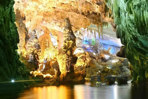 Phong Nha – Kẻ Bàng - vùng đất được thiên nhiên ưu đãi ban tặng cho những cảnh quan kì bí, hùng vĩ