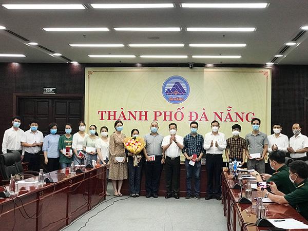 Lãnh đạo TP Đà Nẵng gặp mặt, động viên đoàn bác sĩ, điều dưỡng Đà Nẵng lên đường ra chi viện tỉnh Bắc Giang chống dịch Covid-19.