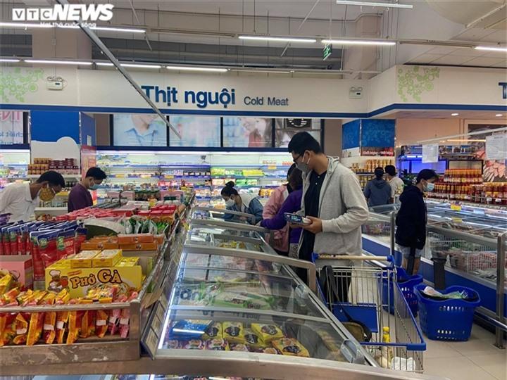 Ảnh: Người dân TP.HCM đổ xô đi mua thực phẩm trước giờ giãn cách xã hội  - 7