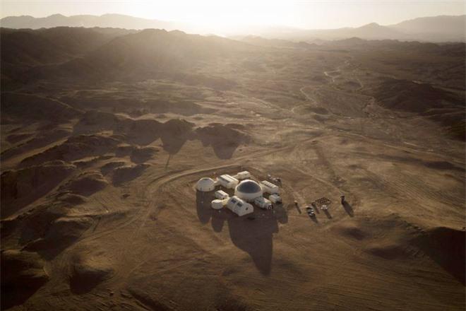 Tham vọng đưa con người lên Sao Hỏa của Elon Musk có thể sẽ là nhiệm vụ mạo hiểm nhất của nhân loại - Ảnh 2.