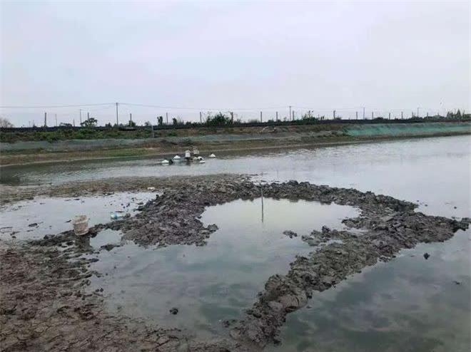 UFO rơi xuống ao cá ở Trung Quốc - Tại sao 5 ngày qua vẫn chưa thể trục vớt? - Ảnh 1.