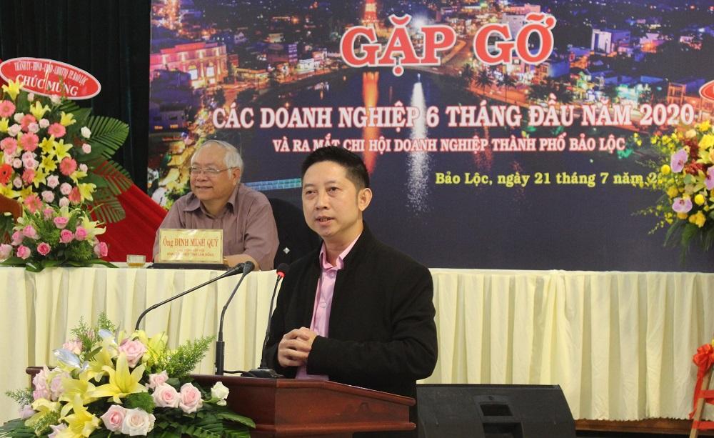 Ông Phạm Minh Đăng, Tổng Giám đốc Công ty TNHH Lady 1 Việt Nam đóng góp ý kiến tâm huyết tại buổi đối thoại giữa lãnh đạo TP. Bảo Lộc với cộng đồng doanh nghiệp.