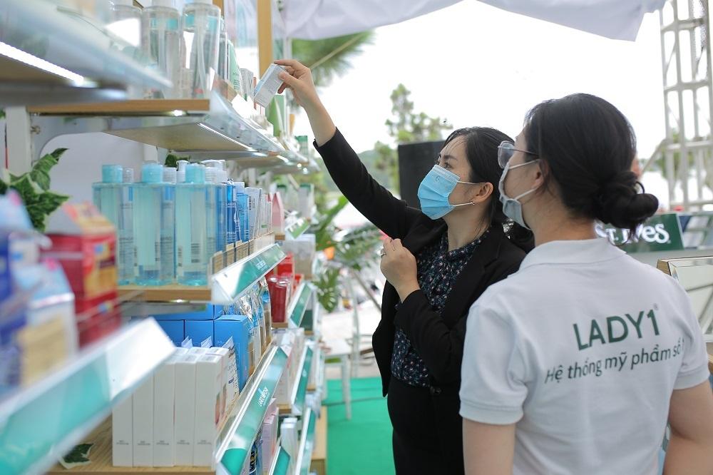 Công ty Lady 1 Việt Nam là đại diện cho nhiều nhãn mỹ phẩm và nước hoa nổi tiếng với mong muốn đưa phụ nữ Việt đến gần hơn với các thương hiệu làm đẹp uy tín, đẳng cấp mang tầm khu vực và thế giới.