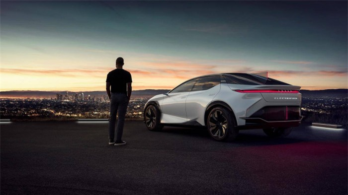 Lexus đã bán được 2 triệu xe hybrid từ năm 2005 2