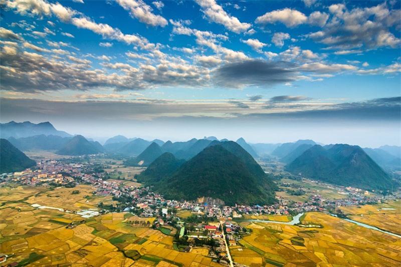 Đất đai Bắc Sơn màu mỡ, người dân chủ yếu làm nông, đặc biệt là trồng lúa nước với hai vụ chính mỗi năm. Ngoài ra họ còn canh tác thêm ngô, khoai và chăn nuôi gia súc, gia cầm... Ảnh: Ngô Huy Hòa.