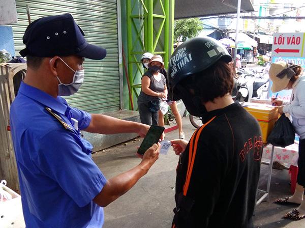 Số lượng người đi chợ sử dụng thẻ QR-Code để vào 4 chợ lớn trên địa bàn Đà Nẵng vẫn còn quá thấp