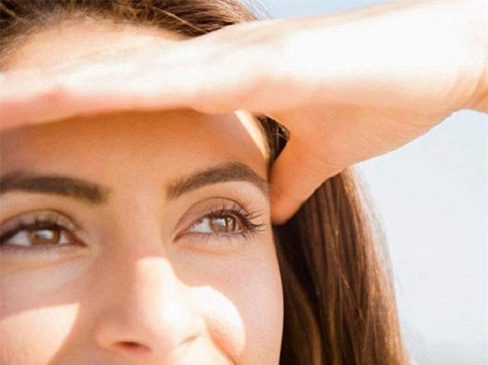 Thói quen gây hại cho mắt bạn cần bỏ ngay